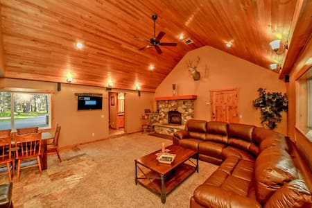 Moose Lodge near the Lake! 4BR | 3BA | Sleeps 11 - Ronald
