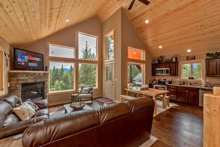Deer Creek Lodge! 3BR+Loft | Sleeps 10 | Summer Pool | WiFi - Ronald