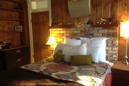 Beautiful private room and entry - Bed & Breakfast