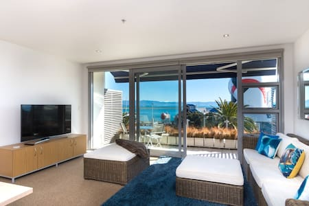 Latitude Apartment - Nelson Waterfront with Views - Apartment
