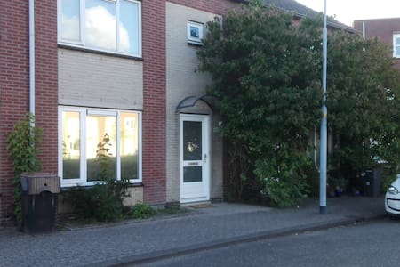 Nice House centrally located, Amsterdam and sea - Hoofddorp - Haus