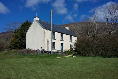 Cosy dog friendly rural home with mountain views - Annascaul - Casa