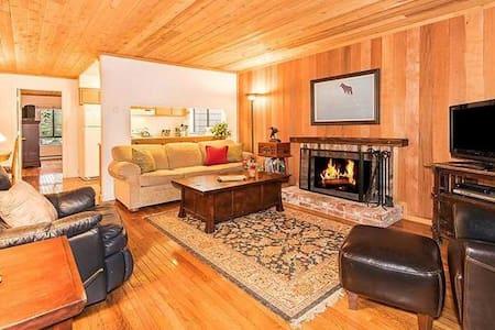 Cozy Ski Condo Near Hyatt |  1/2 Block to Lake - Appartement en résidence