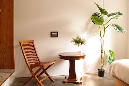 Sunny private room near SNU! - Gwanak-gu - Bed & Breakfast