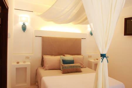 Trulli Saurizzi: Turquoise room Puglia (ZooSafari) - Bed & Breakfast