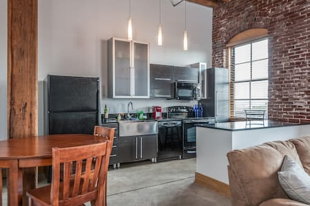 Beautiful 1BR Loft: Convenient, Cozy, and Scenic! - St. Louis - Loft