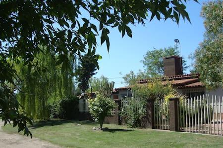 Casona imponente a mts del rió y vista a sierras - Santa Rosa de Calamuchita - House