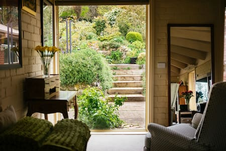 Holly Cottage-Olinda. Style, Space and Comfort! - House