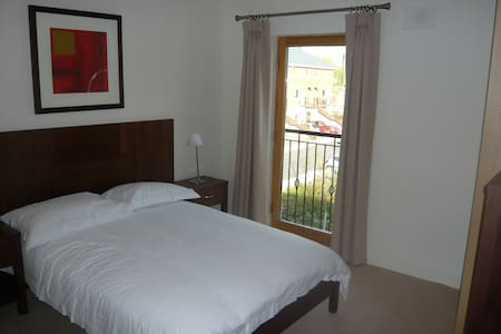 Double bedroom + bath in Clontarf - Dublín - Pis