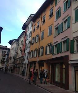 monolocale  cuore centro storico vicino p. Duomo - Appartement