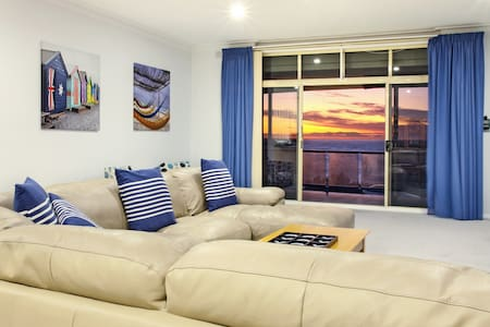 """""""The View"""" Seaview Sunset Apartment - Lejlighed"""
