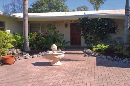 HOUSE NEAR THE BEACH - Longboat Key