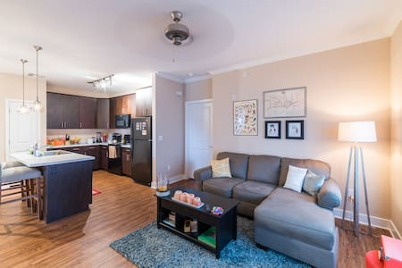 We are offering a clean & contemporary private room with a full sized bed & attached bathroom in our 2 bedroom, 2 bathroom home; breakfast is included. Our apartment is in a safe, well-maintained gated community with pool, gym & bbq privileges.