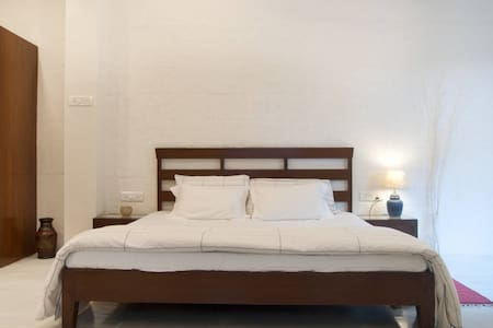 Private Room in 2 Room villa - Juhu - Mumbai - Hus
