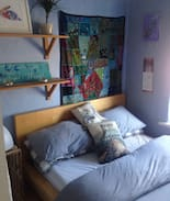 Picture of Dbl bed in small  cozy room W/BF