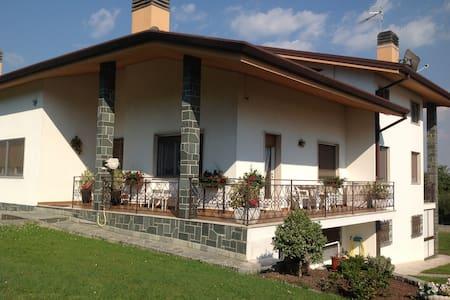 CAMERA 3 LETTI SINGOLI in B&B - Colloredo di Monte Albano - Bed & Breakfast