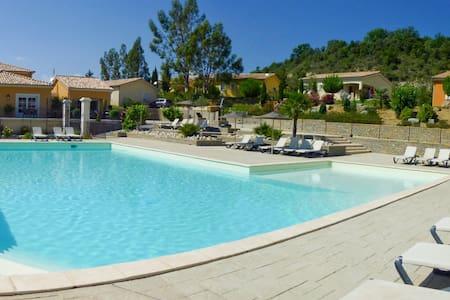 Villa indépendante, piscine chauffée et jacuzzi - Saint-Maurice-d'Ardèche - Villa