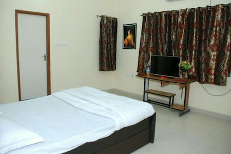 Private room in a high Class Property. - Nagpur