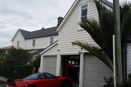 Inner City Spacious loft with private entry - Auckland