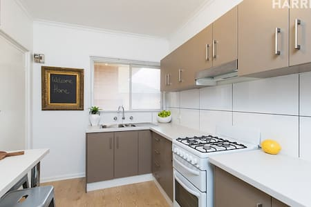 Trendy Goodwood Road Apartment - Adelaide - Apartment
