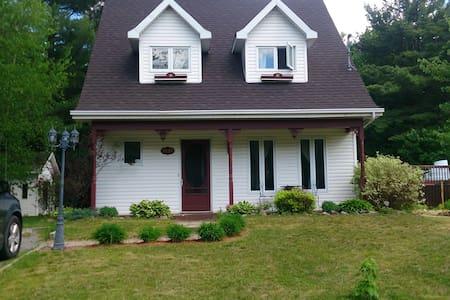 Petite maison chaleureuse en campagne - Huis