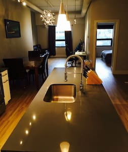 1 bedroom loft in the heart of downtown - Calgary - Loft