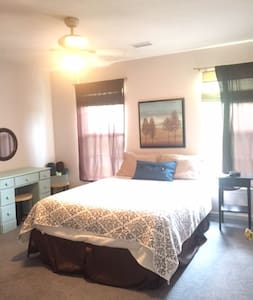 Private bedroom close to turnpike and Pittsburgh - Gibsonia
