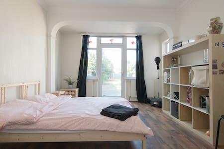 London Spacious Doubleroom FamilyResidential area - Casa