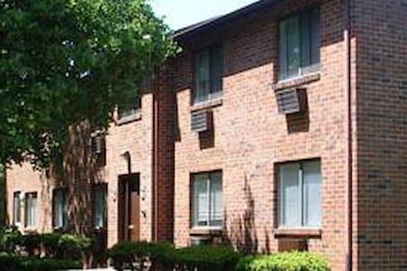 Cozy, Clean & Serene - Waterbury - Apartamento