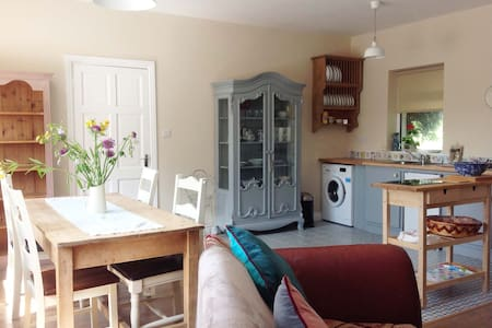 Shabby Chic Cottage in Kinvara - Galway - Cabin