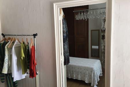 La Maison de la Couturière - Szeregowiec