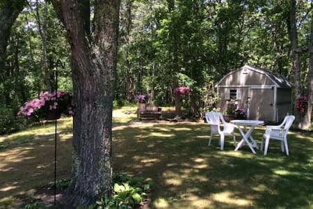 Lovely Cape Cod rooms in Harwich. Room #3 - Harwich - House