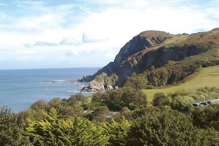Panoramic views of the coastline. - Ilfracombe - Apartment