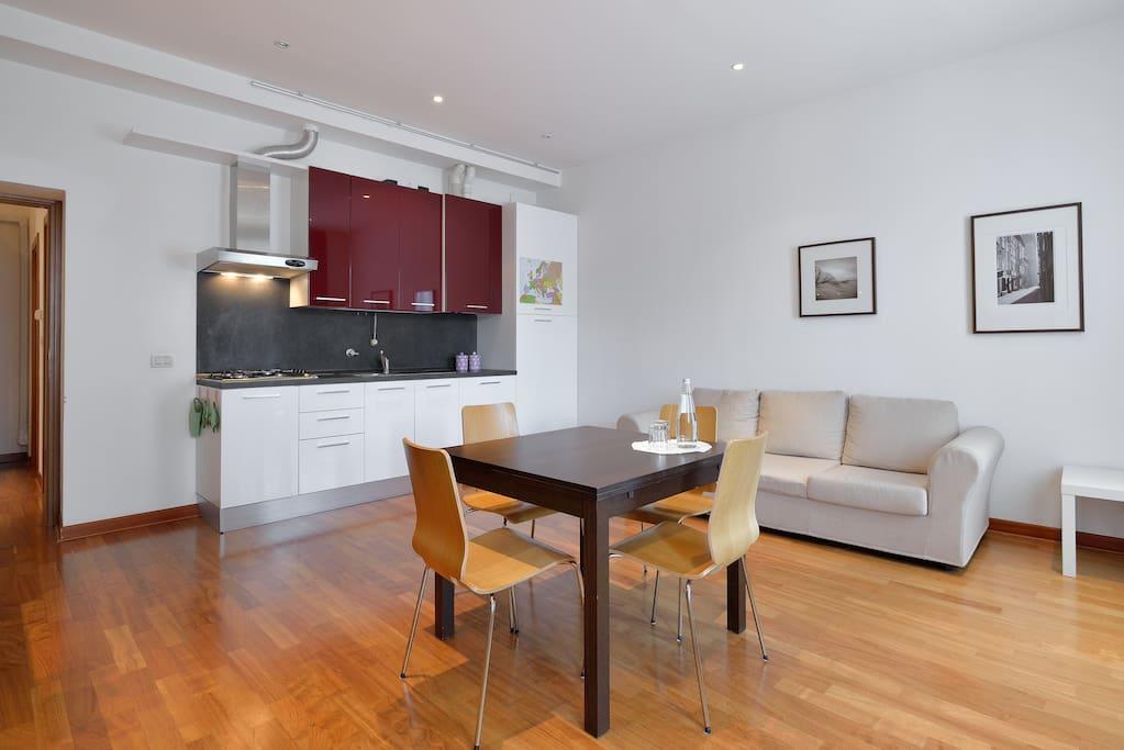 Zona giorno + cucina/Living room and Kitchen