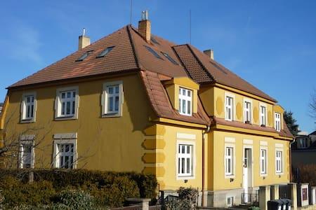 Půdní byt pro 1-4 osoby - Prague