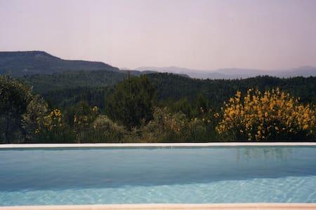 Maison en pleine nature, piscine privée, calme,Var - Dům