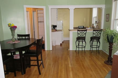 Convenient, spacious 2nd floor apt. - Marquette