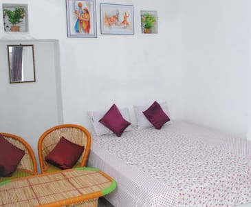 Pushkar Hotel Yuvraj - Pushkar - Bed & Breakfast