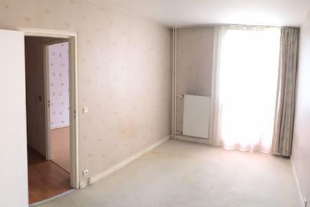 Chambre calme, orientée Est. - Maurepas