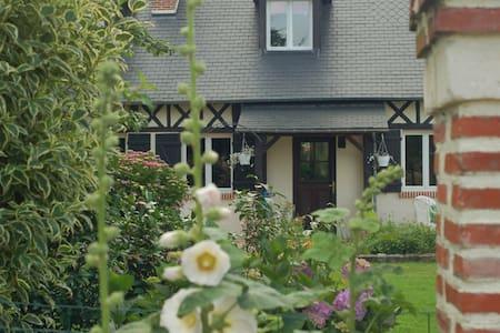 La Polaris gîte neuf  Etretat jardin romantique - Haus