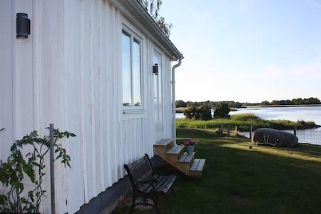 Cosy cottage by the ocean 15 min from Kalmar City - Cabin