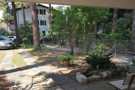 Villa Bianca - piano terra con giardino - Marina Romea - Lägenhet