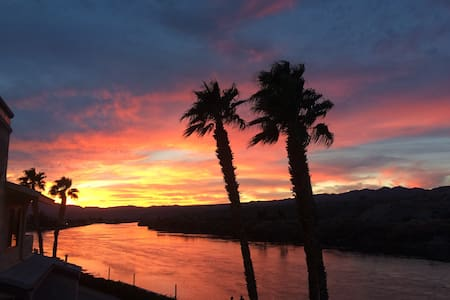 AZ RIVERFRONT Condo!!! The best of the best!!! - Bullhead City - Íbúð