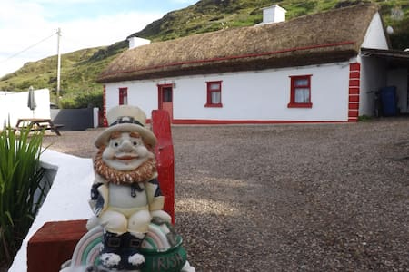 Cronkeerin Thatched Cottage Ardara Donegal Ireland - Cabin