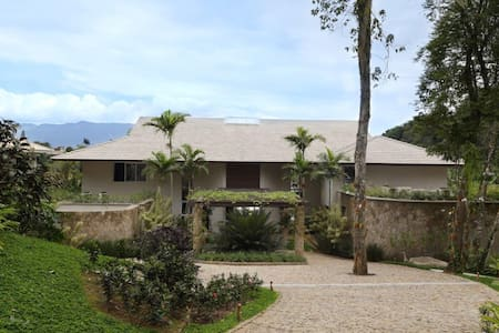 Melhor casa do Portogalo - Frade - Condominio