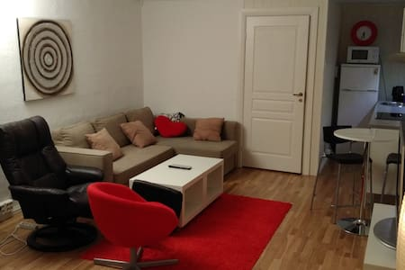 Flott egen leilighet i helt stille strøk - Sandnessjøen - House