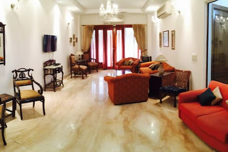 safe & luxurious place in amazing locality - New Delhi - Huis