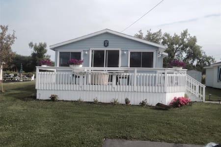 Summer home on Morgias Beach - Casa