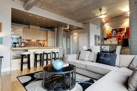 High-end loft in Old Montreal - Appartement