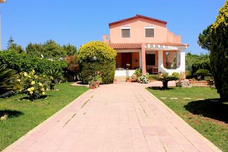 Casa Vacanze Ognina Siracusa a 250 metri dal mare - Ognina - House
